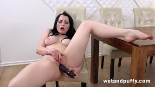 Wetandpuffy - Gorgeous Quinn Linderman orgasms hard using a big dildo