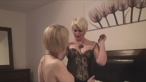 2 Sexy Mature Milf Play Together