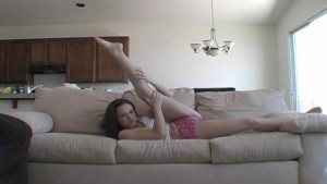 Sexy Annabelle loves to strip - Sologirlcontent