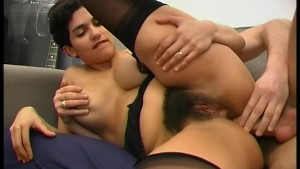 Big tit babe takes it in the bum - Telsev