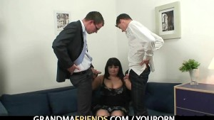 Fat mature getting double fucked after photosession