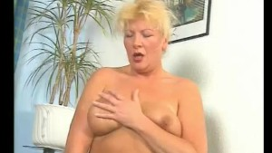 Chubby MILF with her vibrator - Julia Reaves