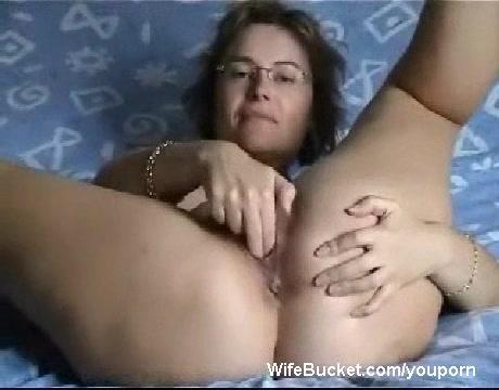 Milf finger fucking