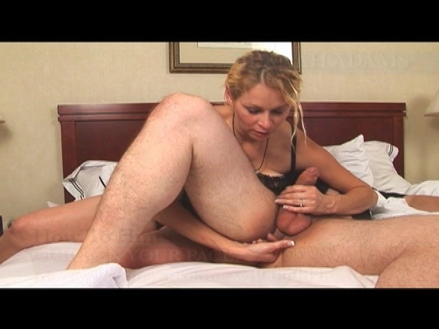 Chubby Girl Gives Blowjob