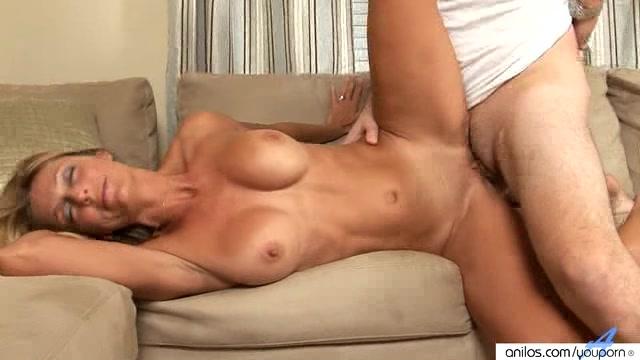 Brenda gorgeous blond masturbates