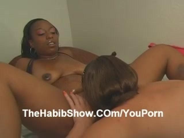 Big Ass Latina Eating Pussy