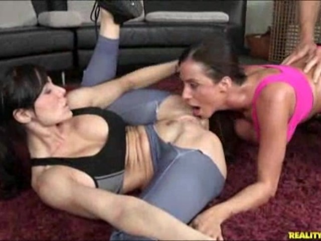 Hd Fitness Babe Threesome