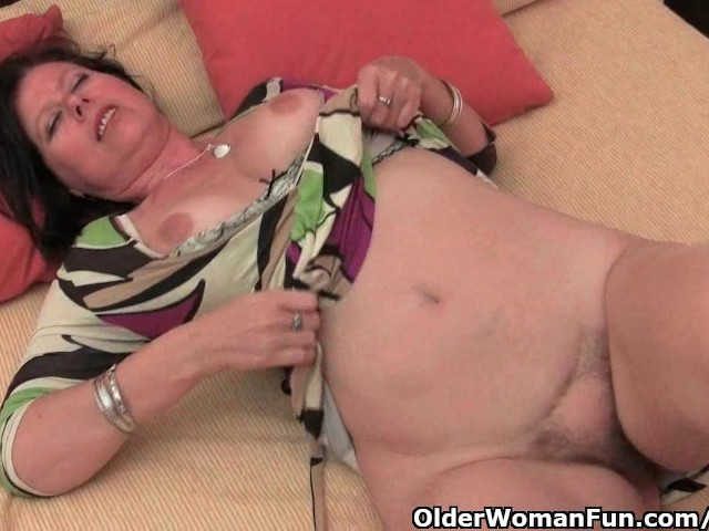 Mature Mom With Big Tits And Hairy Pussy Needs To Get Off -5122