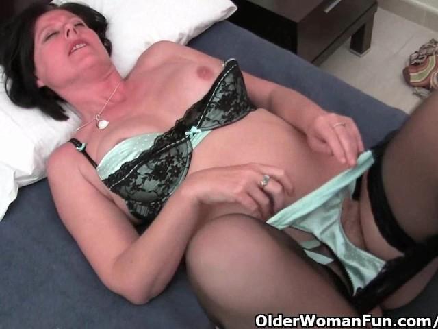 Bbw Rubbing Hairy Pussy