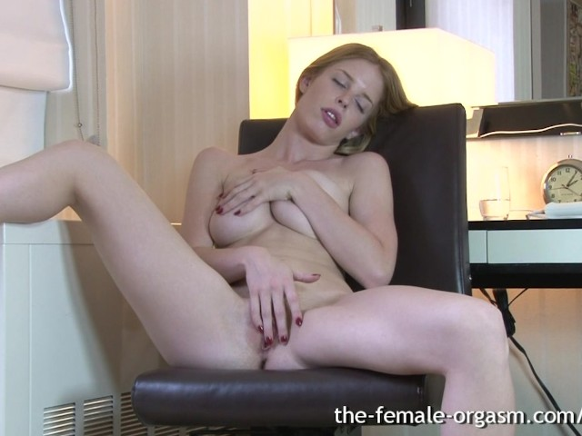 Hot Blonde Masturbates Cums