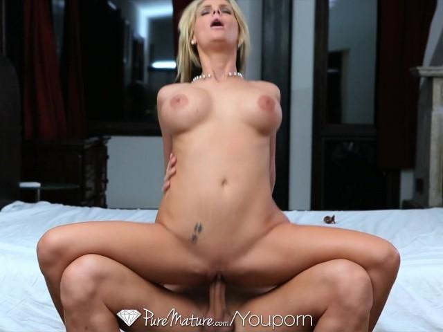 Girl Licking Guys Cum Pussy