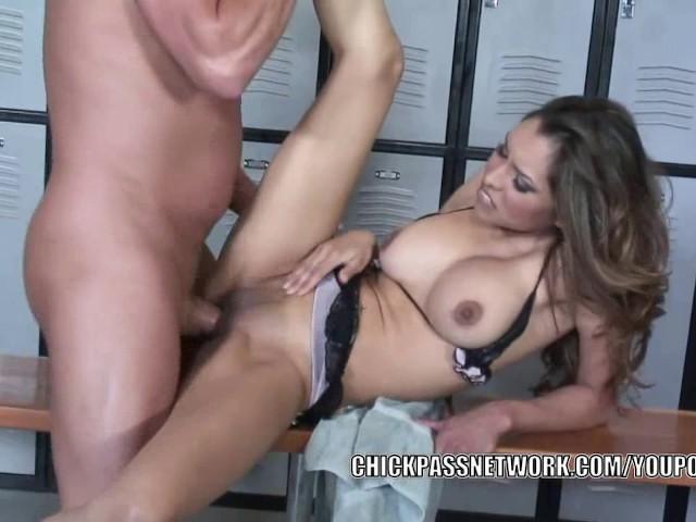 Guy Licking Latina Pussy
