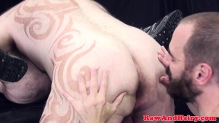Tattooed superchub barebacked in threeway