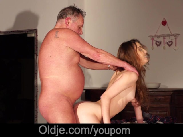 Cutie School Girl First Time Fucking Old Man Nærbillede Cum-2674