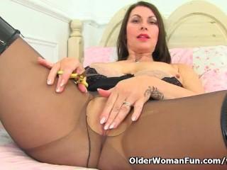 British mom Raven is masturbating her nyloned muff