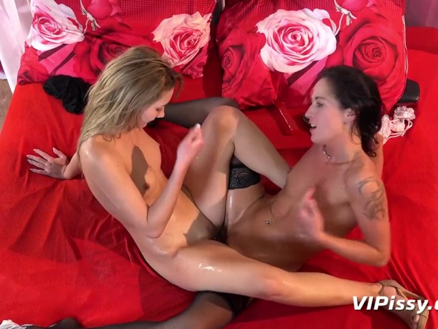 Lesbians Masturbate Each Other