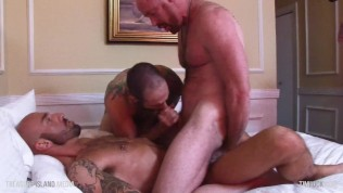 Four-man raw muscle gangbang