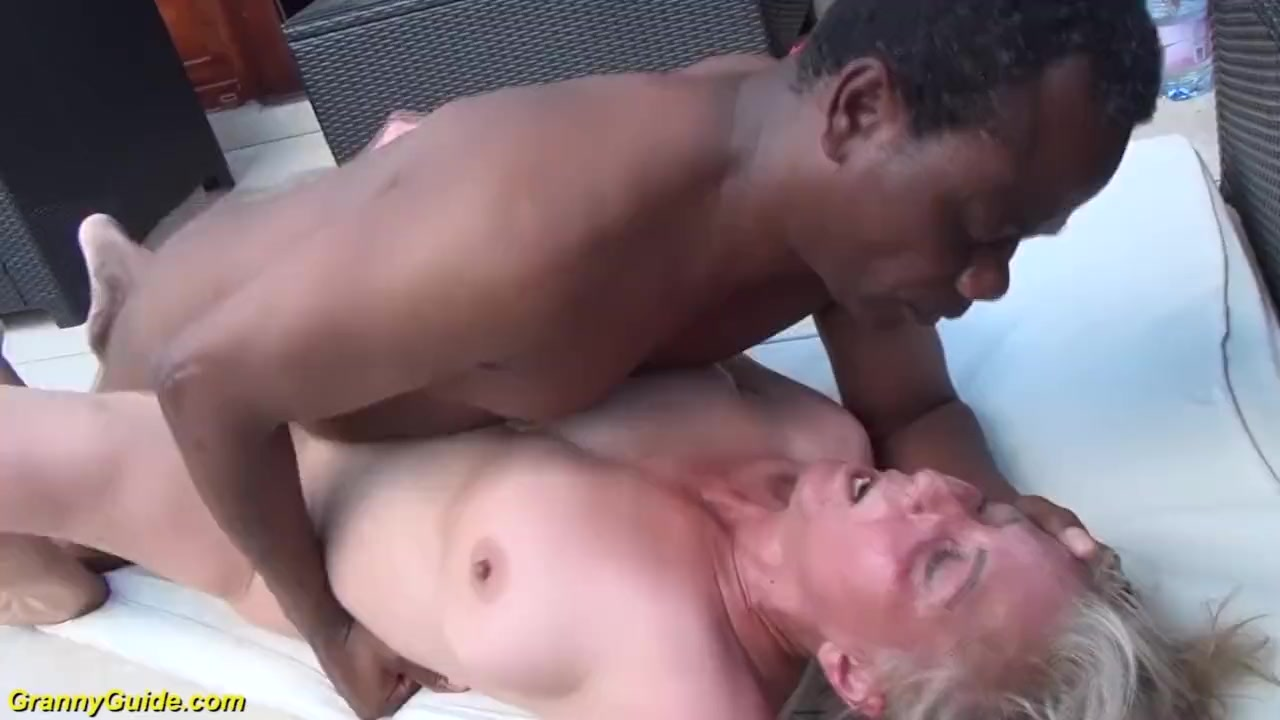 Lesbian gets her pussy shaved