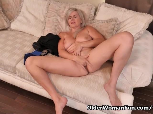 Canadian Milf Velvet Skye Finger Fucks Her Sweet Matured -7594
