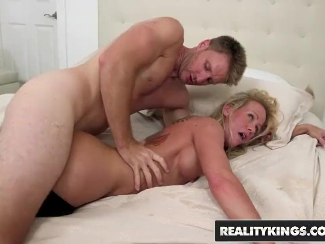 Hot Naked Pics busty blond simone