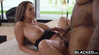 Mom Naked – Hot Mom Fucks A Big Black Cock