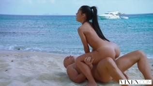 VIXEN Latina Sugar Baby Satisfies Her Daddy On Vacation