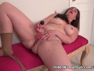 Chubby milf Katrina from the USA needs to get off