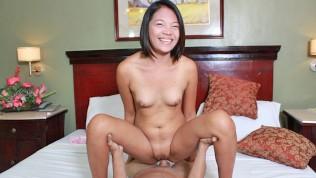 คลิปโป๊ คลิปหลุด XXX  TRIKEPATROL Asian babe GRINDS wet pussy all over big dick