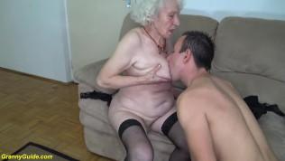Image 90 yaşındaki nenesine jigolo kiralıyor