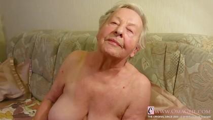 Muschi und Brüste eines netten Mädchens lecken xvideos hd Oldnanny geile alte Oma mit süßem Mädchen masturbieren