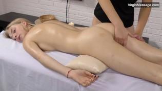 Лизка с девственной массажной киской