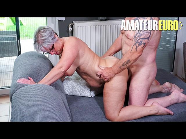 Hausfrau Ficken - Mature Granny Loves Her Neighbours Big Hard Cock - Free Porn Videos - Cliporno