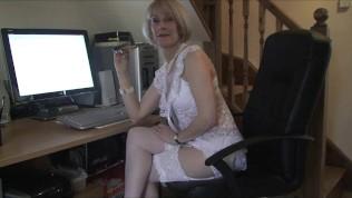 british milf raide pink dildo to gushing orgasm - free porn videos