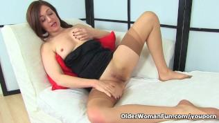 seliya---mfc---pantyhose-masturbation-naked-squatting-mature-women