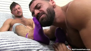 Freaky hunk licks and sucks toes for his own pleasure