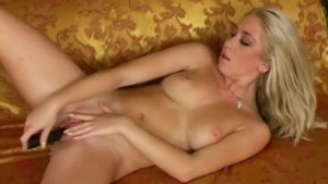 hot girlfriend playing with twat