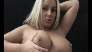look at that delicious pussy on this hottie