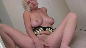 Blonde Missy rubs one out