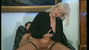 Cougar likes cum all over her face