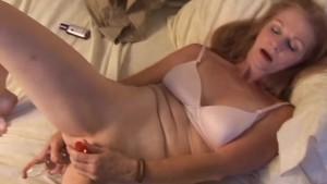 Gorgeous mature amateur has an orgasm
