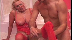 Cougar gets covered in jizz - Shots