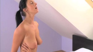 MOM Busty housewife needs her pussy licked