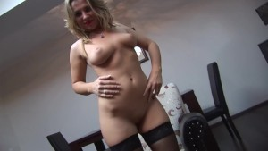 Curvy babe in nylon get her pussy wet