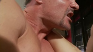 Two horny waitresses get tipped really well - Playvision