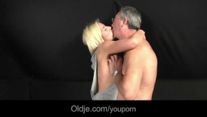 Gabriella fucks old dude to chill her horny pussy