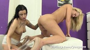 Speculum pussy rinsed with hot pee