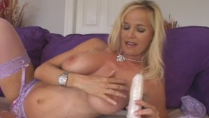 Sultry Mature Seeks Pussy Attention