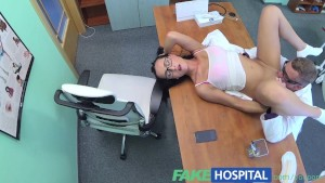 FakeHospital Gorgeous glasses wearing trainee learns that sex leads to success
