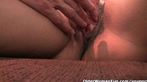 Mature mom s hairy pussy gets the finger fuck treatment