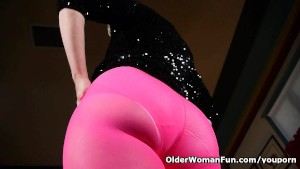 Mom s new pantyhose got her all worked up